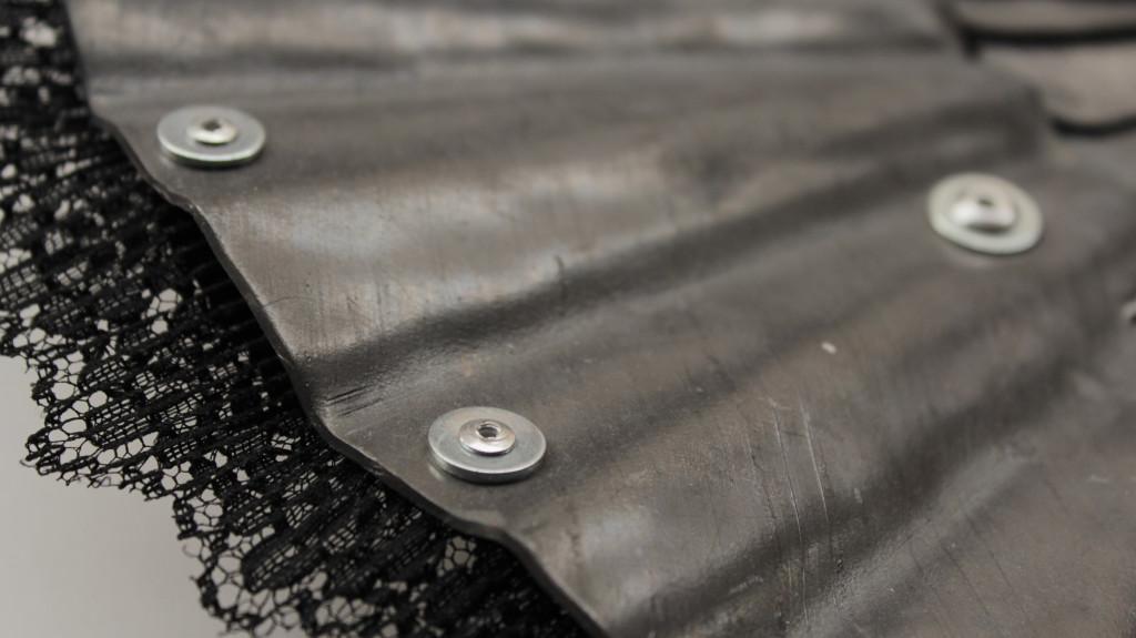 ventaglio (part). piombo e merletti cm. 29 x 50 x 5 kg. 2,75. 2014