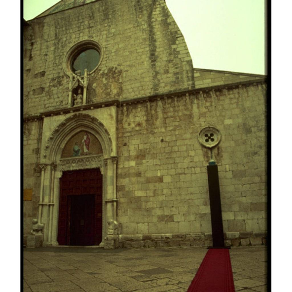 del cielo e della terra. legno, acquario, tappeto, luce dimensioni ambientali. cattedrale di San Pietro, Fondi