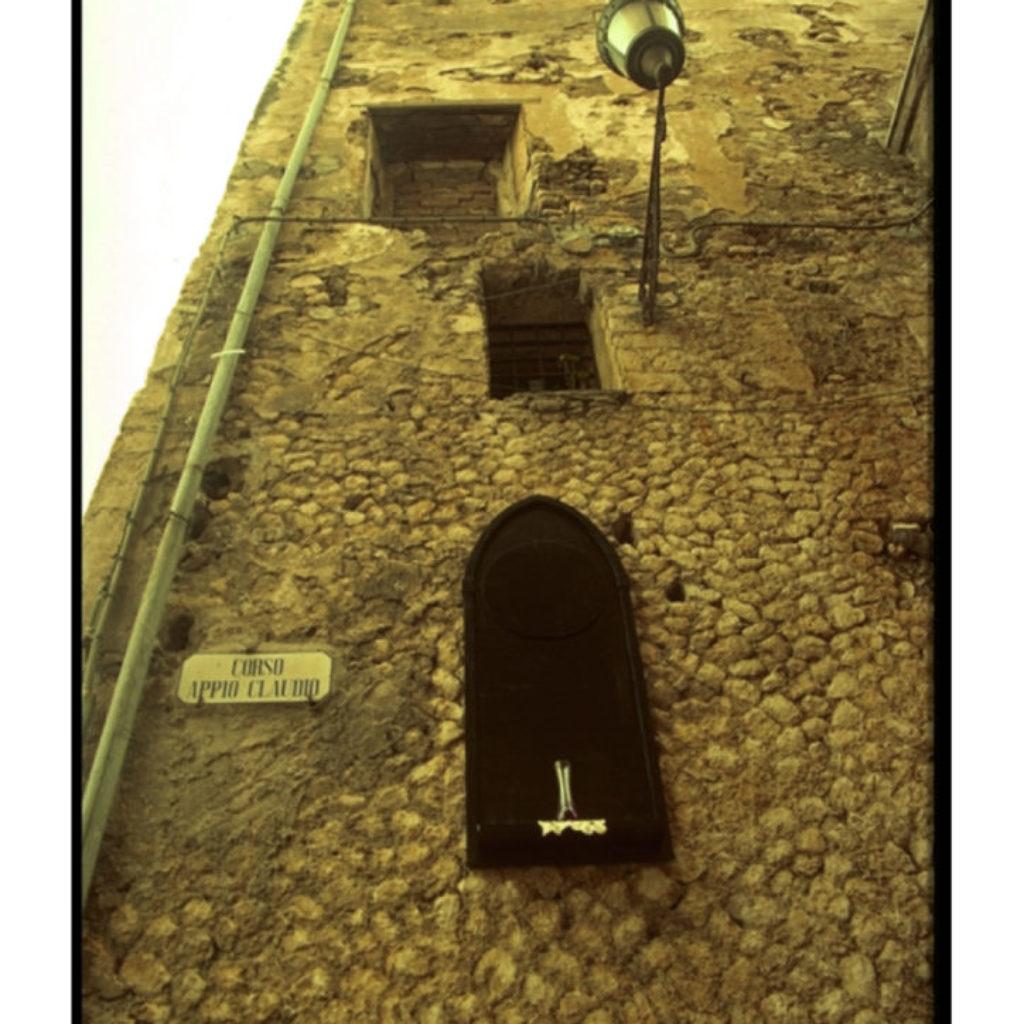 lacrimater. legno, ampolla, stoffa cm.100 x 40 x 10. Palazzo Baronale, Fondi