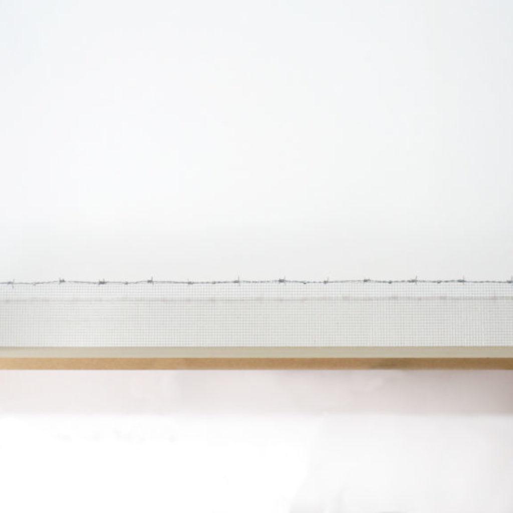 dining table. set da ping pong, rete metallica filo spinato e mdf cm. 185 x 28 x 30. 2015