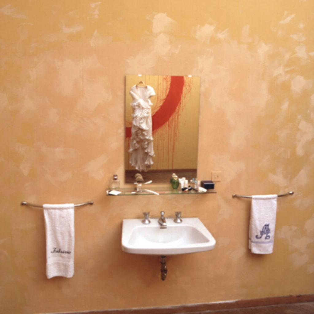 honeymoon (part). vestiti nunziali, tempera su parete, oggetti dimensioni ambientali. abitazione privata, Roma