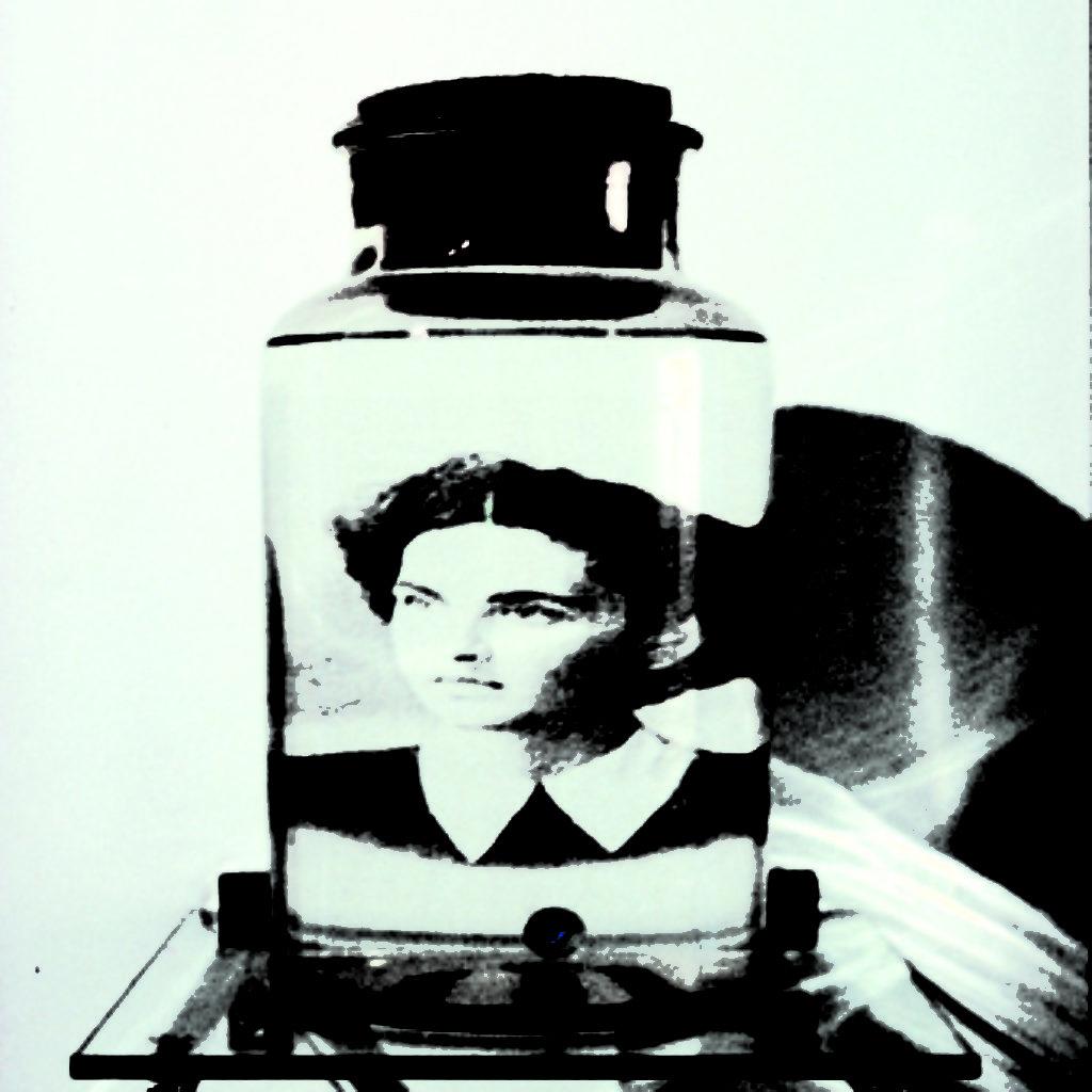 memories: mother. barattolo di vetri, biglia, acqua, fotografia su acetato, cm. 25 x 25 x 30. 1997