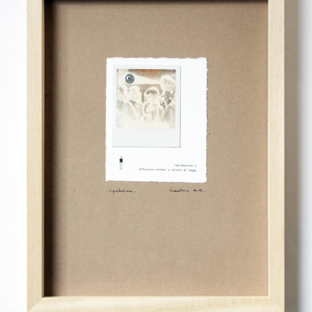 riproduzione. stampa a ricalco e polaroid su mdf, cornice. cm. 43 x 33. 2015