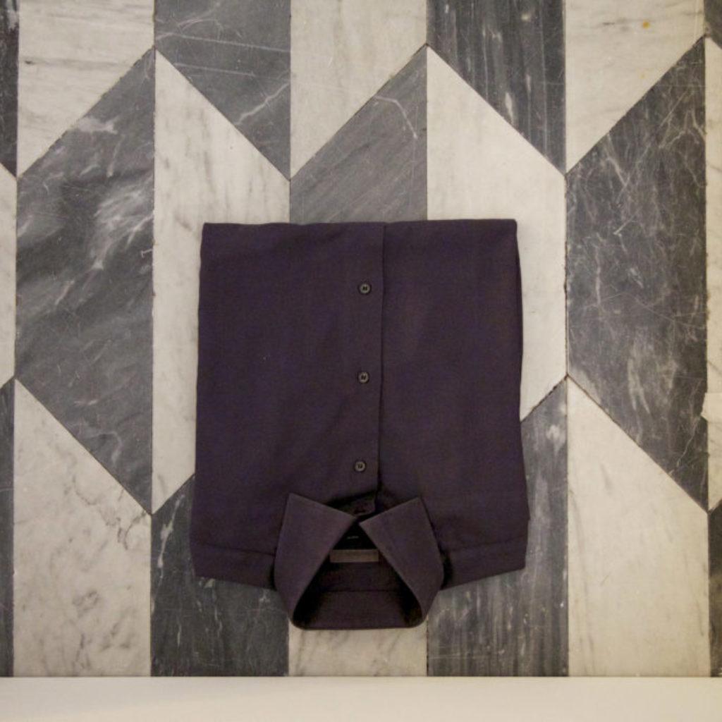 INNOMINEDOMINI (camicia). sala santa rita, dimensioni ambientali. 2016